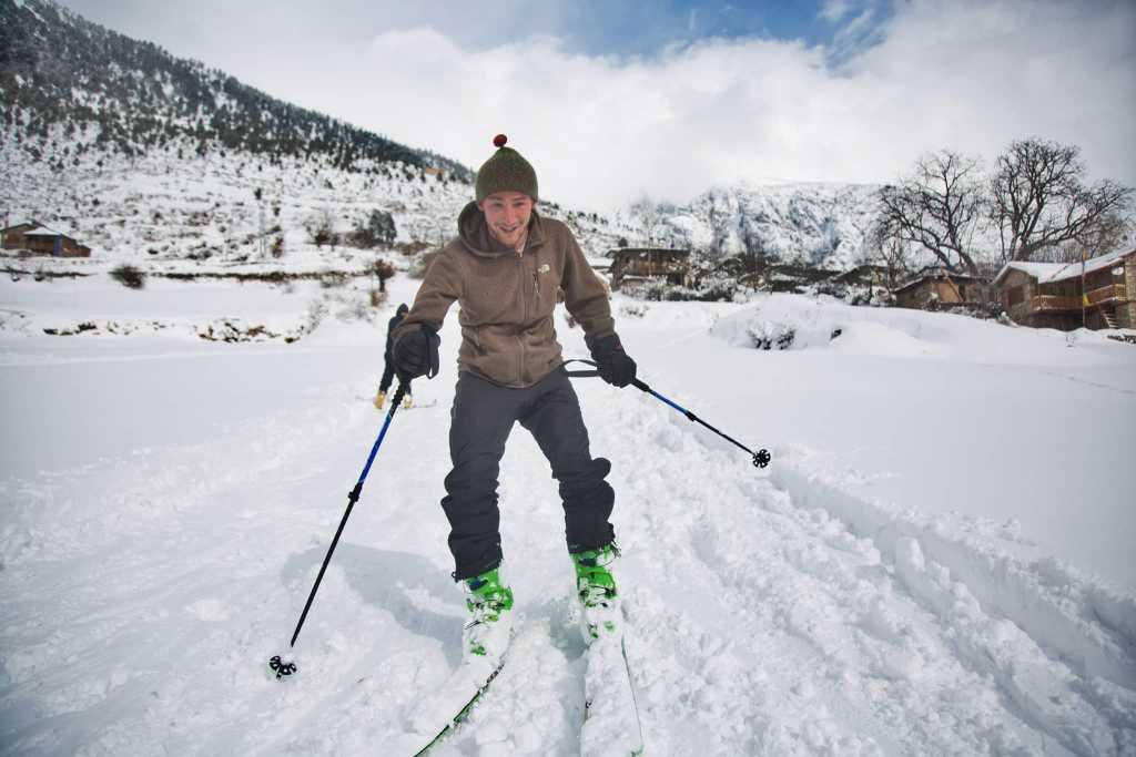 हुम्लामा हिमपातसँगै स्की (फाेटाे फिचर)